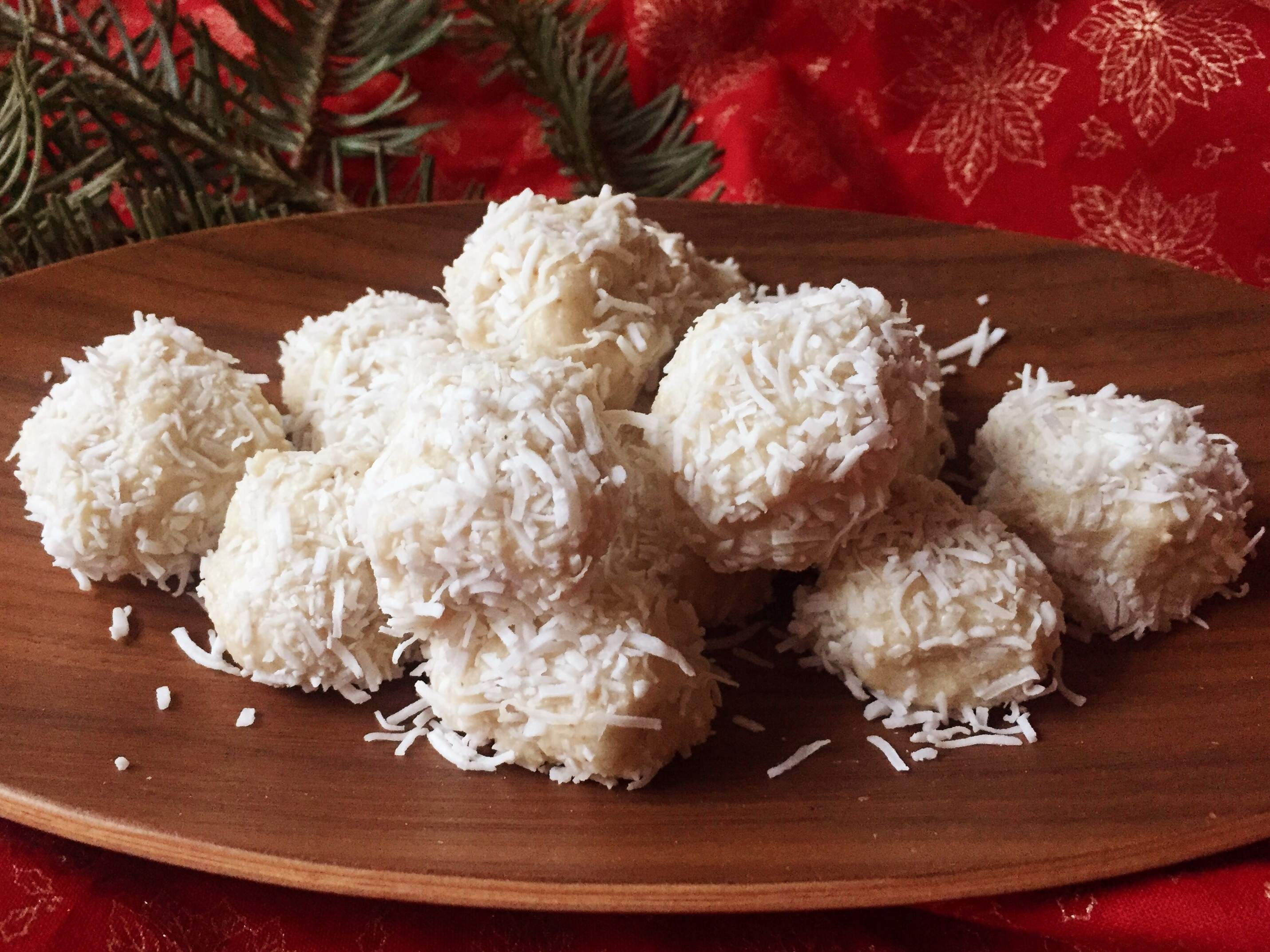 Quick and healthy Vanilla Snowballs (Gluten free, Vegan & Paleo)